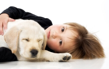 Veterinarian-Peniscola_Eurovet-Services-Pet_Insurance-Kid_with_Puppy